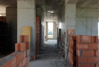 Prace przy 8 kondygnacji, ścianach działowych i instalacjach podtynkowych