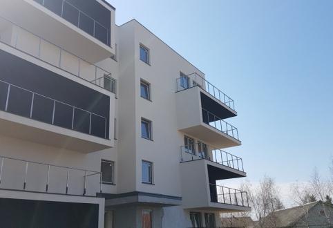 Rozpoczęto prace przy barierkach na balkonach