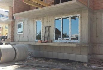 Rozpoczęło się montowanie okien w budynkach H i F,