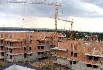 Rozpoczęto prace nad budową ścian nośnych III piętra w budynku F i H.